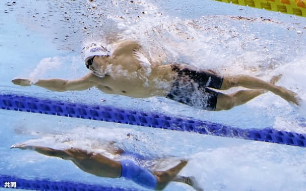 男子200メートル自由形決勝 優勝した松元克央=上(5日、東京アクアティクスセンター)=共同