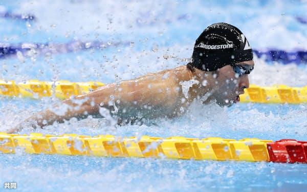 男子200メートル個人メドレー決勝 1分58秒14で優勝した萩野公介のバタフライ(6日、東京アクアティクスセンター)=共同