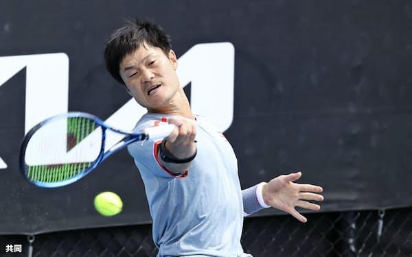 車いすの部男子シングルス1回戦でストレート勝ちし、4強入りを決めた国枝慎吾(14日、メルボルン)=共同