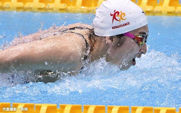 女子50メートルバタフライ決勝 25秒77で優勝した池江璃花子(21日、東京辰巳国際水泳場)=代表撮影・共同
