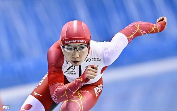 女子500メートルで滑走する小平奈緒(24日、エムウエーブ)=共同