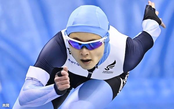 女子1000メートルで滑走する山田梨央(25日、エムウエーブ)=共同