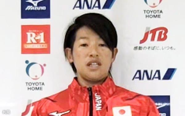 オンラインで取材に応じるソフトボール女子日本代表の上野由岐子(4日)=共同