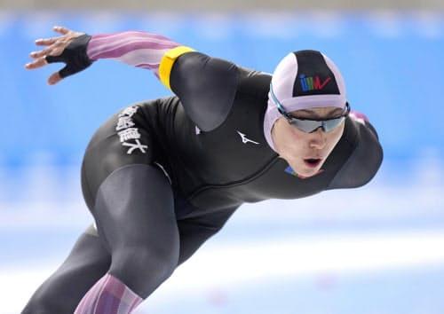 男子1000メートルで優勝した新浜立也(7日、YSアリーナ八戸)=共同