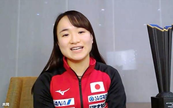 ドーハでの国際大会から帰国し、オンラインで取材に応じる卓球女子の伊藤美誠(14日)=共同