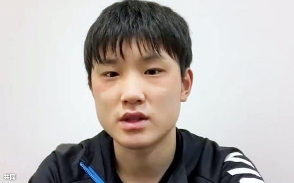 オンラインで取材に応じる卓球男子の張本智和(15日)=共同