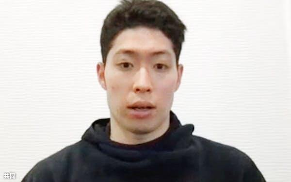 オンライン取材に応じる競泳男子の萩野公介(16日)=共同
