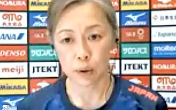 オンライン取材に応じるバレーボール女子日本代表の中田久美監督(17日)=共同