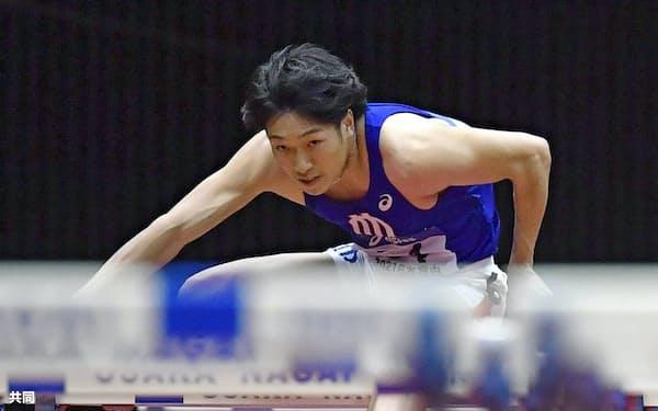 男子60メートル障害決勝 7秒50の室内日本新記録をマークして優勝した泉谷駿介(17日、大阪城ホール)=共同
