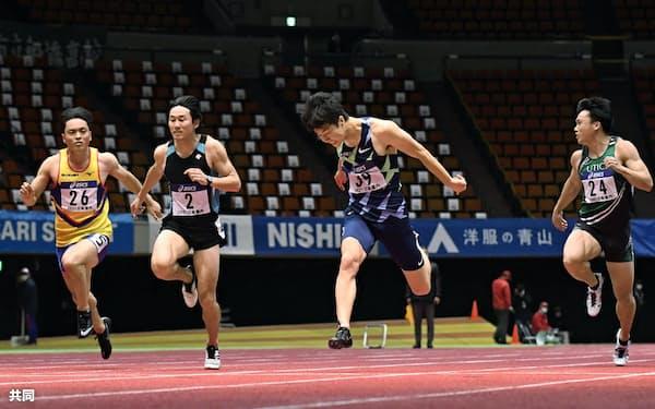男子60メートル決勝 6秒56で優勝した多田修平=右から2人目(18日、大阪城ホール)=共同