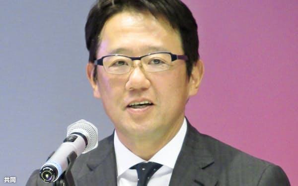 日本女子ソフトボールリーグ機構の新任理事に就任し、記者会見する古田敦也氏(20日、東京都内)=共同