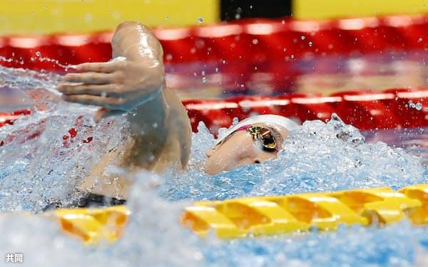 女子100メートル自由形予選で力泳する池江璃花子(7日、東京アクアティクスセンター)=共同