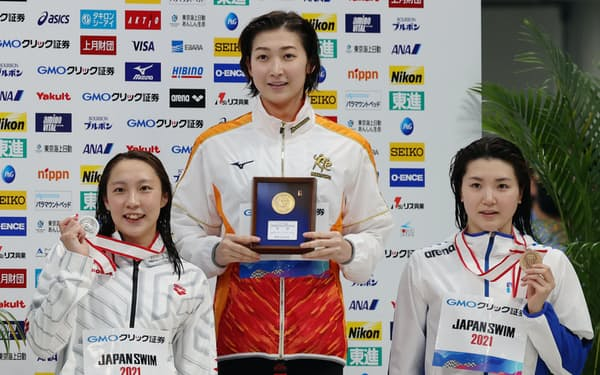 女子50メートルバタフライで優勝した池江=中(10日、東京アクアティクスセンター)