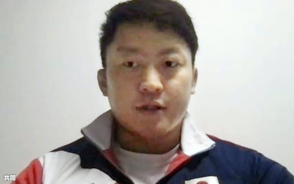 オンラインで取材に応じる柔道男子100キロ超級の原沢久喜(11日)=共同