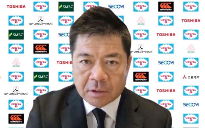 オンライン記者会見でラグビー日本代表の活動について説明する藤井ディレクター(12日)=共同