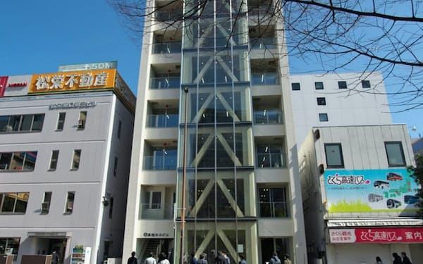 3月末、仙台市内に完成した純木造ビル「高惣木工ビル」(撮影はライターの池谷和浩氏)