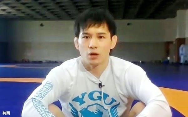 オンラインで取材に応じるレスリング男子フリースタイル57キロ級の高橋侑希(21日)=共同