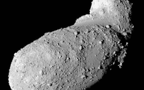 はやぶさが探査した小惑星「イトカワ」=JAXA提供