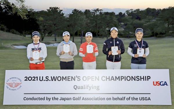全米女子オープン選手権の出場権を獲得した(左から)小暮千広、勝みなみ、三宅百佳、仲西菜摘、川満陽香理(26日、横浜CC)=JGA提供・共同