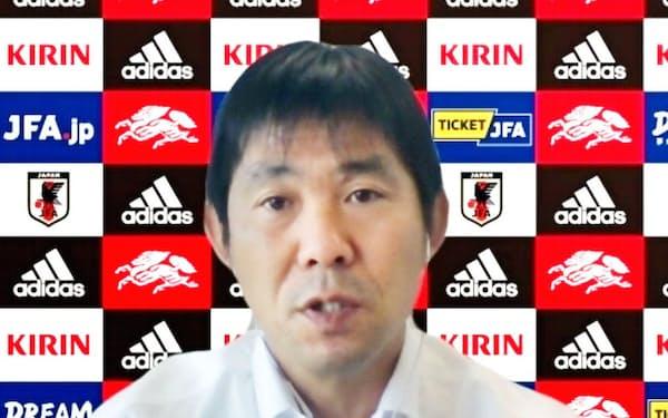 オンラインで取材に応じるサッカー日本代表の森保監督(27日)=共同