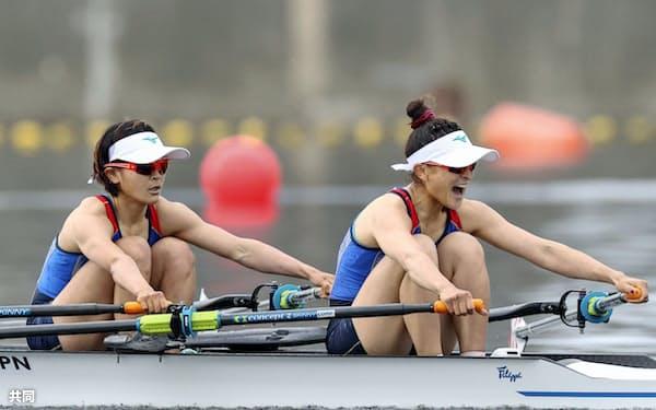 女子軽量級ダブルスカル決勝 1位の大石綾美(右)、冨田千愛組(7日、海の森水上競技場)=共同