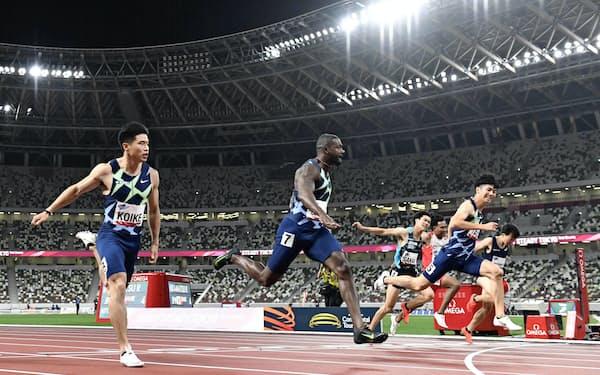 男子100メートル決勝 ゴールする(左から)3位の小池祐貴、優勝したジャスティン・ガトリン、2位の多田修平(9日、国立競技場)=共同