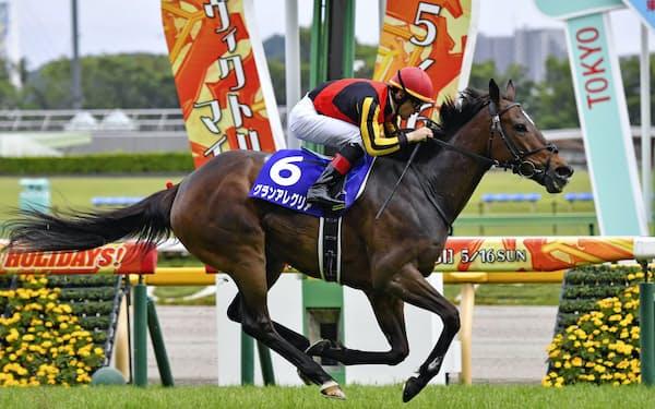 第16回ヴィクトリアマイルで優勝したグランアレグリア(16日、東京競馬場)=共同