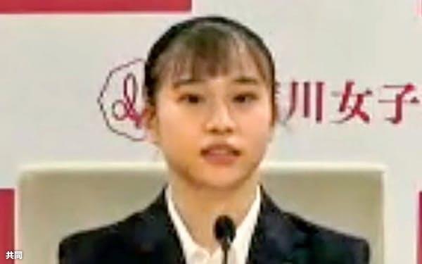 オンラインで記者会見する体操女子の杉原愛子(19日)=共同