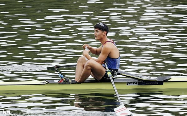 準々決勝のレースを終えた男子シングルスカルの荒川龍太(21日、ルツェルン)=共同
