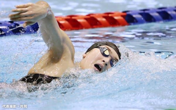 女子200メートル自由形予選 力泳する池江璃花子(22日、山新スイミングアリーナ)=代表撮影・共同