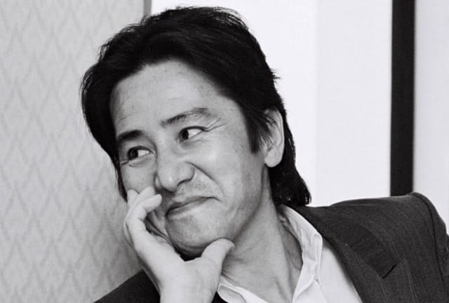 おなじ髪形、同じスタイルがスタイリッシュ(1993年、テレビ朝日「眠狂四郎」懇親会で)