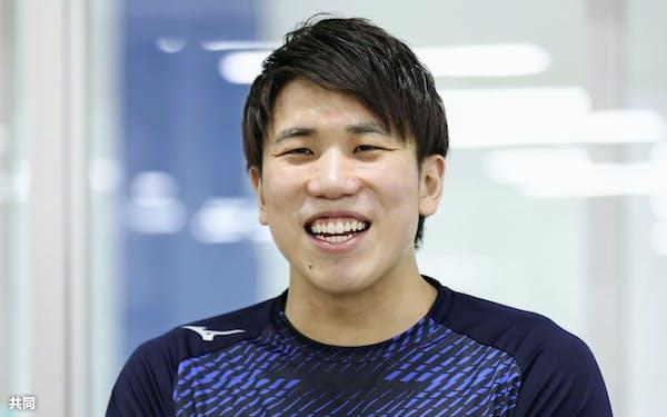 練習を公開し、報道陣の取材に答える競泳男子の松元克央(26日、千葉県習志野市)=共同
