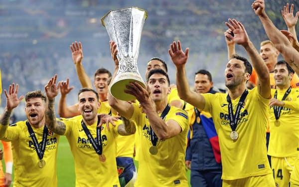 欧州リーグ優勝を喜ぶビリャレアルの選手たち(26日、グダニスク)=AP