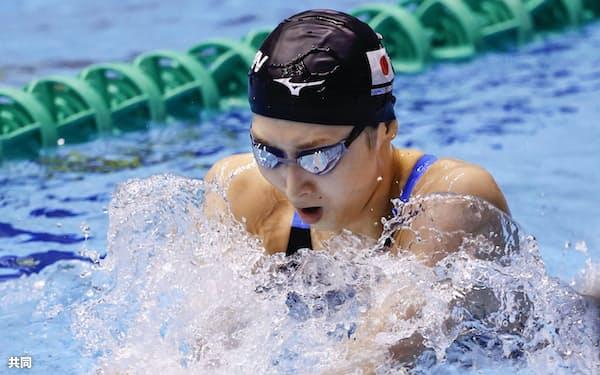 女子100メートル平泳ぎ予選 力泳する池江璃花子(3日、千葉県国際総合水泳場)=共同