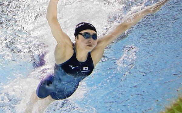 女子100メートルバタフライ決勝 優勝した池江璃花子(6日、千葉県国際総合水泳場)=共同