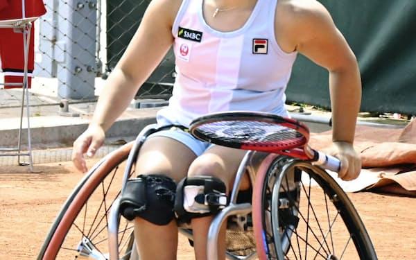 車いすの部女子シングルス決勝で敗れた上地結衣(6日、パリ)=共同