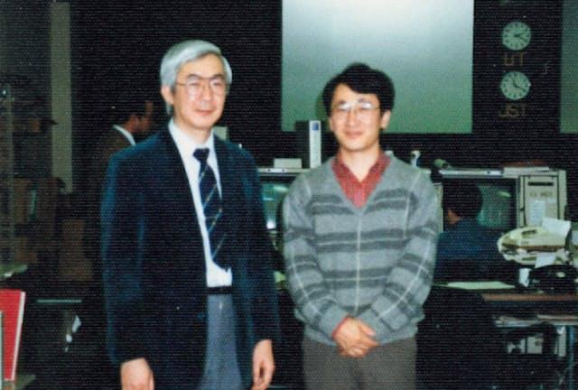 宇宙科学研究所の上杉教授(左)と