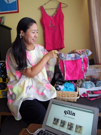 麻の下着を製作しネット上で販売する主婦の表真弓さん。パートではなく「クリエーティブなことをしたい」との思いがネット通販を始める原動力になった
