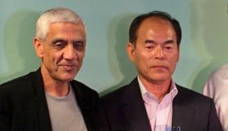 中村氏(右)のノーベル賞受賞を祝うベンチャー投資家のコースラ氏。