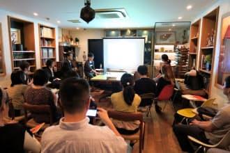 「ごはんトーク」は山形で農場を運営する女性や、おにぎり協会の代表理事らが講師となった。約30人が参加した(10月3日、東京都渋谷区)