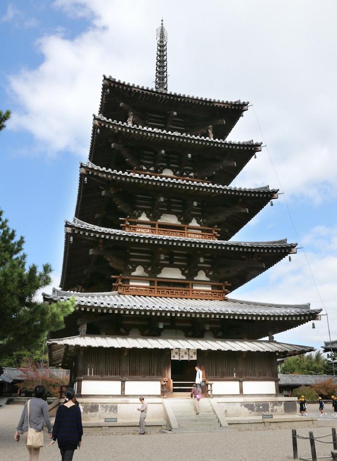法隆寺に2つの「七不思議」(謎解きクルーズ): 日本経済新聞