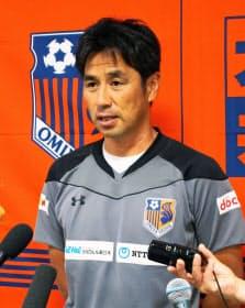今季途中、コーチから昇格したJ1大宮の渋谷監督。Jリーグのトップチームの監督になるにはS級ライセンスの取得が必要=共同