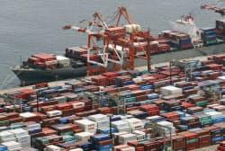 貿易赤字は28カ月連続だが、前年同月に比べ赤字額は比べ35.5%減少した