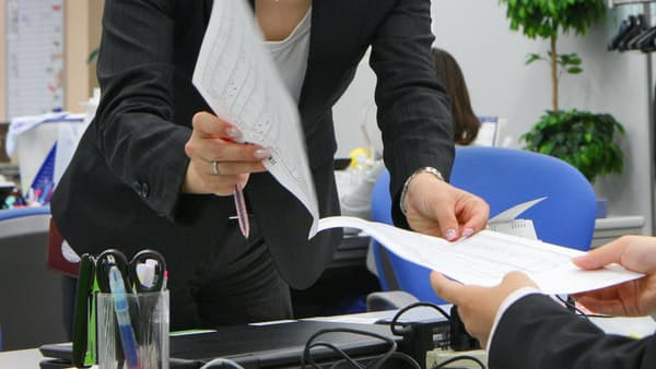女性役員比率、政府目標達成は150社超 上場企業調査