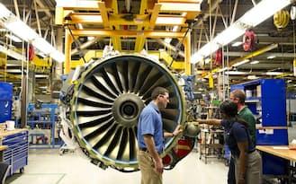 GEは航空機エンジンなど多種多様なデータを総合的に解析。航空機運航の効率化につなげる(GEのエンジン保守工場)