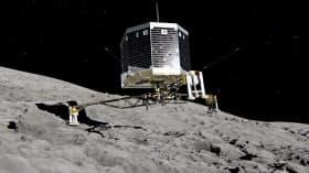 彗星に着陸する着陸機「フィラエ」の想像図(ESA提供)=共同