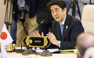 12日、 ASEAN諸国との首脳会議で発言する安倍首相(ネピドー)=共同