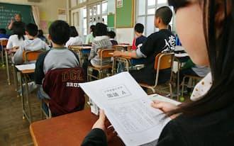 全国学力テストの開始を待つ児童(4月22日、福岡市中央区の南当仁小)