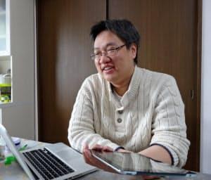 台湾に生まれ、大学入学後の半生を日本で過ごす。子どもの頃から日本の漫画やゲームが好きだったという