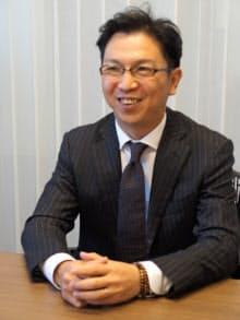 インタビューに応じるシナジーマーケティングの谷井等社長(大阪本社)